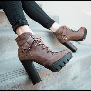 Shoes - Platform women booties
